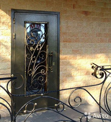 кованые входные двери с остеклением