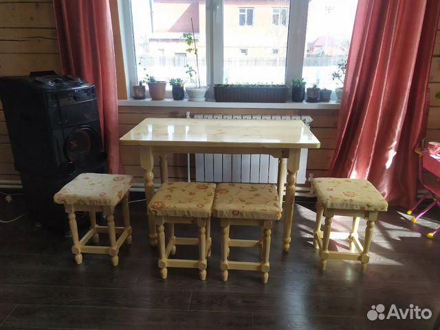 Мебельный гарнитур (стол и табуреты )  купить 2