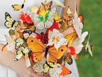 Корзина с цветами майское утро и живые бабочки